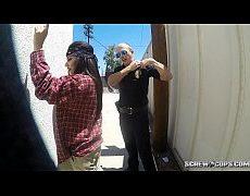 ตำรวจ สหรัฐหื่นให้แฟนสาวโม๊คควยบนรถยนต์บนถนนขับไปดูดไปเสียวควยได้บรรยากาศชิบหาย จอดรถให้อมควยบนเบาะหลังเสียวน้ำแตกไปเลยxxxporn