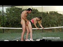 หนังโป๊ฝรั่ง หนุ่มนักเทนนิส ขอเย็ดลูกศิษย์สาววัยรุ่นหีไร้ขนกลางสนามเทนนิสนมใหญ่ แคมชมพูเอาทีสะใจ
