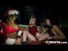 ปาร์ตี้เซ็กส์ในเลาจน์ฝรั่งโคตรเด็ดในคืนวันคริสต์มาสxxxเหมาเด็กดริ้งโดนรุมเย็ดในVIP